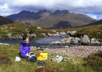 Roger Mclachlan with e-fish kit by the Abhainn Gleann na Muice in September 2009